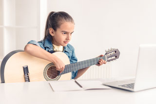 Girl taking Online Guitar Lessons at juggle street